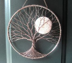 Soothing Tree Wire Tree of Life Wall Hanging by HomeB .- Beruhigender Baum Draht Baum des Lebens Wandbehang von HomeBabyCrafts Soothing Tree Wire Tree of Life Wall Tapestry by HomeBabyCrafts - Wire Trees, Creation Deco, Wire Crafts, Moon Crafts, Wire Art, Beads And Wire, String Art, Wire Jewelry, Jewellery