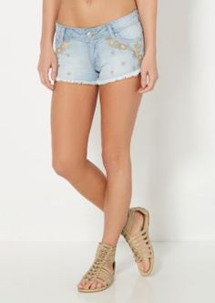 Set yourself up for the perfect vacation with this stylish denim short. Vintage washed and fashioned with tan floral embroidery across the front. This boho chic look is finished with frayed leg openings.