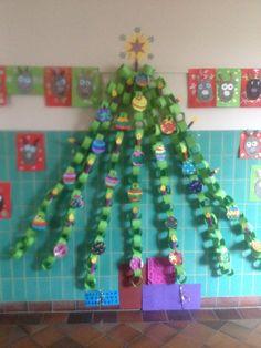 """Kerst boom van """"rondjes""""slingers"""