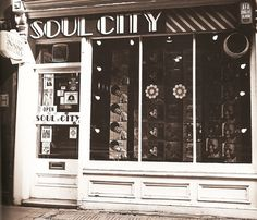 Soul City record store c. 1968 where 'Northern Soul' was first named by journalist Dave Godin Soul Music, Music Love, My Music, Beethoven Music, Vinyl Store, Vintage Records, Northern Soul, Music Images, Keep The Faith