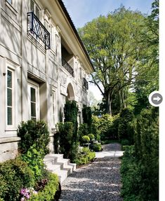 French-inspired garden with pea gravel path - Designer Effie Genovese's Vancouver townhouse. Beautiful Gardens, Beautiful Homes, Simply Beautiful, Landscape Design, Garden Design, Green Landscape, French Architecture, French Country Style, Parisian Style