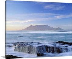 This is an absolutely beautiful scenery I came across today, table mountain has a range of breath-taking landmarks located in cape town South Africa. Walk Around The World, Around The Worlds, Nature Sauvage, Equador, Cape Town South Africa, Table Mountain, Mountain Park, Mountain Range, Thinking Day