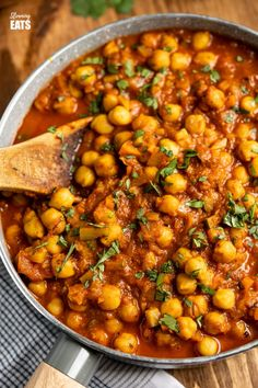 Instant Pot or Stovetop Chana Masala - a delicious lighter version of this popular vegetarian fragrant curry. Dairy-Free, Gluten-Free, Vegan, Slimming World and Weight Watchers friendly Vegetarian Main Dishes, Veggie Dishes, Vegetarian Recipes, Cooking Recipes, Healthy Recipes, Healthy Meals, Alkaline Recipes, Veg Curry, Vegetable Curry