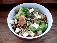 Lubię...: Sałatka na ciepło: brokuły, kurczak, feta, słonecznik