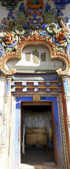 Ornate door . Gyantse, Tibet