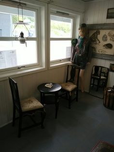A place to sit while our costumers drink they're home ground coffee.. #Norway #Aalesund #vintage #antique #antiques #retro #shop #beatuifull #trendy #cool #fresh #rust #rustantikk #modern #store #furniture #hus #hage #hjem #interior #interiør #ourshop #home