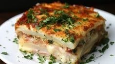 Layered Ham And Cheese Potato Bake - INGREDIENTS Serves 4–5 5 potatoes, peeled 2 teaspoons salt 1 teaspoon pepper 8–10 slices ham 7–8 slices mozzarella cheese 5 slices bacon, cooked and crumbled ¼ cup parsley, chopped 2 cups shredded mozzarella cheese 1 cup heavy cream 2 eggs