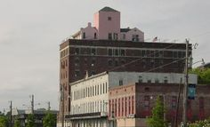 Yes ... it is a pink house on the roof of a building! Downtown Monroe, Louisiana