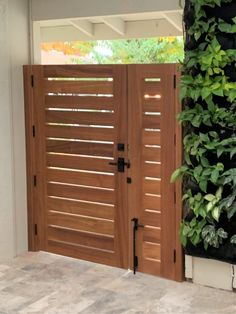 Wood Fence Gates, Fence Gate Design, Modern Fence Design, Privacy Fence Designs, Wooden Gates, Diy Fence, Fence Ideas, Fence Doors, Gate Ideas
