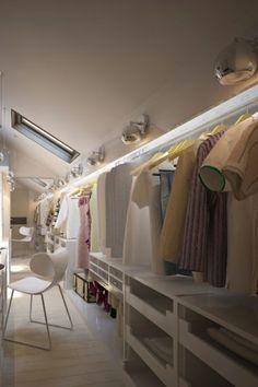 Ankleidezimmer dachschräge modern  Ankleidezimmer Dachschräge, der Traum jeder Frau | Closet ...