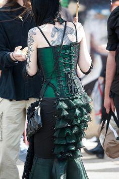 http://4.bp.blogspot.com/_qphVKRs_EP8/TT2gRdf-sxI/AAAAAAAAAQc/ZNSXijCVc1k/s1600/Murder+In+Green.jpg