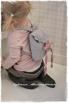a touch of atmosphere: a crocheted backpack Love Crochet, Crochet For Kids, Crochet Baby, Crochet Ideas, Master Class, Purses And Bags, Shopping Bag, Backpacks, Knitting