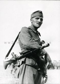 Date and location unknown. The machine gun he's carryng seems to be a Maschinengewehr Solothurn 1930 A.A Solothurn Golyoszoro that basically was a Maschinengewehr a German-designed machine gun. Military Photos, Military History, Eastern Front Ww2, Central And Eastern Europe, Historical Images, German Army, Armed Forces, World War Two, Wwii
