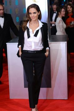 Täglich neu. Look des Tages. Angelina Jolie in Saint Laurent. http://www.welt.de/icon/article124496720/Der-Look-des-Tages-Martin-Scorsese-in-Giorgio-Armani.html