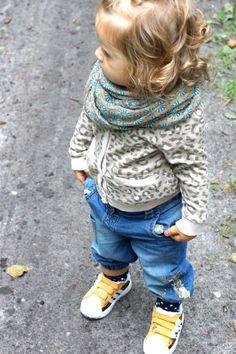 Chusta Zara, Sweterek H&M, Spodnie Next dziewczynka, Buty Adidas dziewczynka.