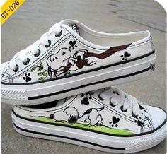 Snoopy Hand Painted Shoes - I need a pair of these. Converse All Star, Converse Shoes, On Shoes, Me Too Shoes, Shoe Boots, Vans, Painted Canvas Shoes, Painted Sneakers, Hand Painted Shoes