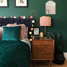 14 Fabulous Rustic Chic Bedroom Design and Decor Ideas to Make Your Space Special - The Trending House Green Bedroom Walls, Green Rooms, Green Bedroom Decor, Green Bedroom Colors, Teal Rooms, Home Bedroom, Modern Bedroom, Bedroom Furniture, Bedroom Ideas