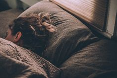 I cannot emphasize enough how important it is to get several hours of uninterrupted sleep each night for optimal wellbeing. Want to get better sleep? Here are 5 tips for better sleep Chronischer Stress, Stress And Anxiety, Meditation Before Bed, Lose 15 Pounds, Bedtime Routine, Weighted Blanket, Sleep Deprivation, Health And Wellness