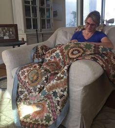 Edyta Sitar sews the binding around her Stars upon Stars quilt