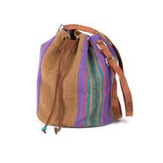 #Beuteltasche aus #Peru mit Ledergurt und verstärktem Boden. #Tasche aus ökologischer Herstellung mit #Naturfarben gefärbt. Eine tolle #Handtasche aus #Südamerika.