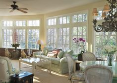 An example of how to decorate a large space gracefully, add pieces with height Glass Room, Outdoor Furniture Sets, Outdoor Decor, Home And Family, Family Rooms, Beautiful Homes, Sweet Home, Art Deco, Home And Garden