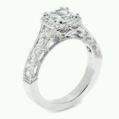Omg yes!!!! Eiffel tower themed ring is definitely my dream ring.