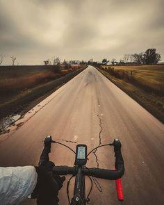 44/365 Mialem dylemat czy wyjść na rower w ten  zimny wmordewind? na szczęście przełamałem początkowa niechęć i uciekłem poza miasto.       #bobiko365 #365project #365 #365photochallenge #366project #365days #autumn #project365 #365challenge  #oneplus7t #cycling #roadcycling #roadbike #szosa #cyclingphotos #cyclingpics #stravaphoto #cyclinglife #rideyourbike #ilovemybike #lovecycling #outsideisfree #fromwhereiride #roadporn #lightbro #behindhandlebar #rowerowo #pasjadosportu #wmordewind… 365days, Country Roads, Instagram