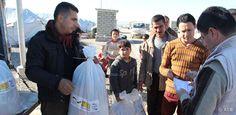 Die Lage der Flüchtlinge im Nordirak bleibt weiterhin angespannt. Unser Bündnismitglied Arbeiter-Samariter-Bund (ASB) ist seit Oktober 2014 erneut im Nordirak im Einsatz, um die Flüchtlinge zu unterstützen. Der ASB verteilt Hygienartikel, führt Aufklärungsmaßnahmen durch und bildet Multiplikatoren aus.