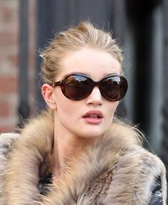 Rosie Huntington-Whiteley cartilage piercing
