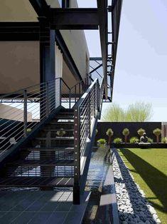 Modern Desert House Designed For Enjoyable Desert Living - Architecture Beast Nevada, Desert Design, Modern Stairs, Oasis, Desert Homes, Belle Villa, House Landscape, Architectural Features, Stairways