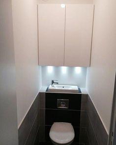 Ik weet niet of het handig is, maar bespaart wel plaats toilette-suspendu-avec-lave-main-wc-suspendu-une-lave-main Plus Toilet For Small Bathroom, Downstairs Toilet, Bathroom Design Small, Bathroom Layout, Bathroom Interior, Modern Bathroom, Bathroom Ideas, Bathroom Makeovers, Remodled Bathrooms