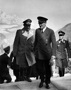 Hermann Goering in Obersalzberg, right: 'Luftwaffen-Adjutant' Nicolaus von…