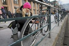 Suomessa varastetaan vuodessa noin 16000 polkupyörää. Lukitse pyöräsi hyvin, niin omasi ei ole varastettujen joukossa.