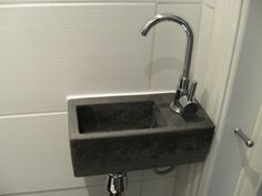 Toilet fontein wc fontein van belgisch hardsteen natuursteen toilet pinterest toilets - Klein badkamer model ...