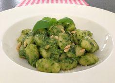 Ook de aller lekkerste gnocchi met pesto maak je natuurlijk helemaal zelf. Bekijk het lekkerste recepten op AllesOverItaliaansEten.nl!