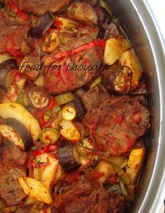Food for thought: Μπριάμ με Μοσχάρι στη Γάστρα Briam, Pot Roast, Main Dishes, Lunch, Ethnic Recipes, Food, Gastronomia, Carne Asada, Main Course Dishes