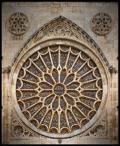 Roseton de la fachada principal de la Catedral de Leon