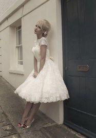 Mooie kanten jaren 50, fifties style trouwjurk, petticoat. Jip | ~Postorder hoek.Goedkope trouwjurken | Sweet Dreams Bruidsmode