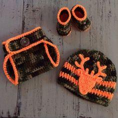 Newborn Crochet Camo Hat, Diaper Cover and Booties, Baby Boy Camo, Camoflauge, Photo Prop, Hunter set, Deer Hat, Newborn outfit by SweetTandHoneyBees on Etsy #babydiapercovers #babycamo #babyrainoutfit