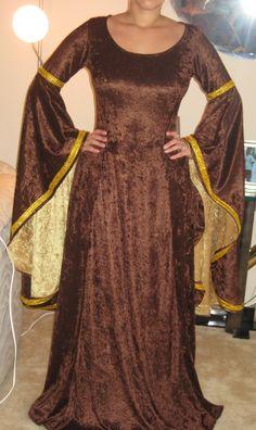 renaissance, medieval, celtic dress, costume. $100.00 USD, via Etsy.