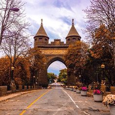 An autumn view of the Soldiers and Sailors Memorial Arch in #Hartford #Connecticut. Thanks to @yomikeysaysomethingcool for the photo! #ig_ct #connecticutgram #newengland
