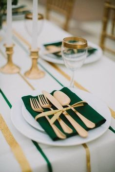 Creative place cards, bold linens and unexpected china all come together to make these wedding table setting ideas shine.Here are our favorite 40 winter wedding place setting decor ideas you will love. Great Gatsby Themed Wedding, Wedding Themes, Wedding Colors, Wedding Ideas, Themed Weddings, Wedding Inspiration, Wedding Pictures, Wedding Decor, Wedding Planning