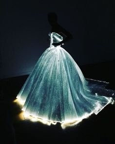 Glowing Dress Turns Claire Danes Into Cinderella At The Met Gala.My dream dress! Gala Dresses, Formal Dresses, Wedding Dresses, Poofy Wedding Dress, Light Up Dresses, Light Dress, Wedding Bride, Dream Wedding, Vestidos Neon
