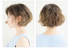 あごラインすっきりで小顔見せ! ショートボブ×ウェーブで作るおしゃれヘア How To Curl Short Hair, Girl Short Hair, Short Curly Hair, Short Hair Cuts, Haircuts For Wavy Hair, Short Bob Haircuts, Curled Hairstyles, Hair Inspo, Hair Inspiration