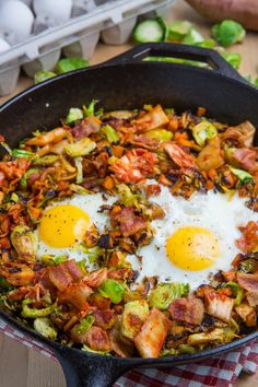 Brussels Sprout Hash with Sweet Potato and Bacon | ClosetCooking.com | #eggs #breakfast_ideas