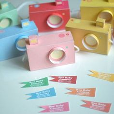Baby Box Paper Cameras. there are 3 styles of cameras...all pretty cool!! :) Papel Scrapbook, Scrapbooking, Diy Paper, Paper Art, Paper Crafts, Baby Box, Paper Camera, Polaroid Camera, Toy Camera