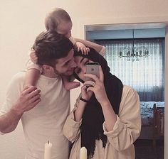 Define super adorable muslim family. Ma Shaa Allah. <3