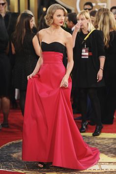 Taylor Swift went for a classic look for the carpet.