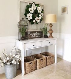 12 Interesting Rustic Entryway Decorating Ideas To Look More Awesome - DEXORATE is the coolest decoration style? Rustic, of course! This style is so friendly that sometimes just a few rural details are enough to create a comfortable atmosphere. Today we … Decor, Foyer Decorating, Farm House Living Room, Rustic House, Classic Home Decor, House Decor Rustic, Entryway Decor, Home Decor, Rustic Entryway