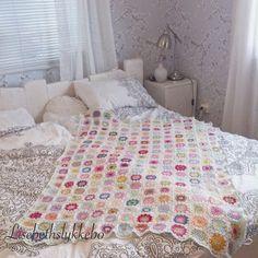 Lisebethslykkebo: Hekle tovede tøfler med oppskrift. Comforters, Quilts, Blanket, Bed, Furniture, Crocheting, Colorful, Home Decor, Knitting